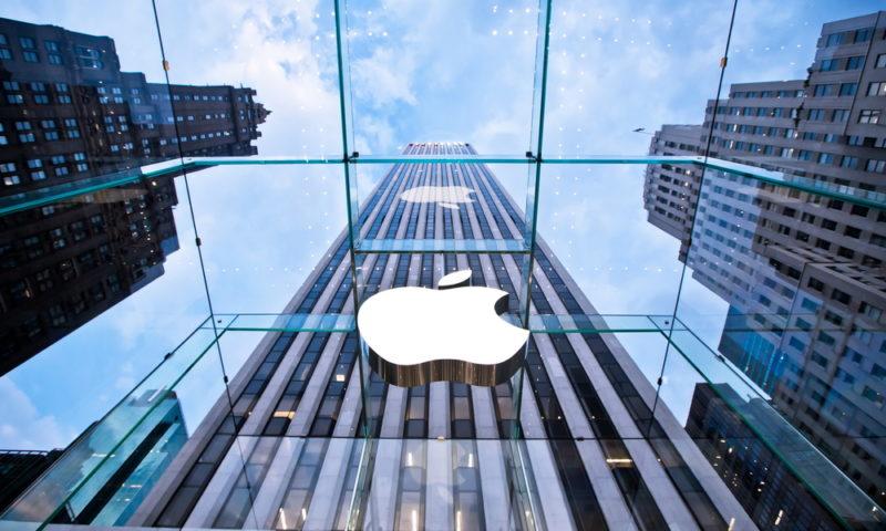 Storia del logo Apple: come è cambiato negli anni